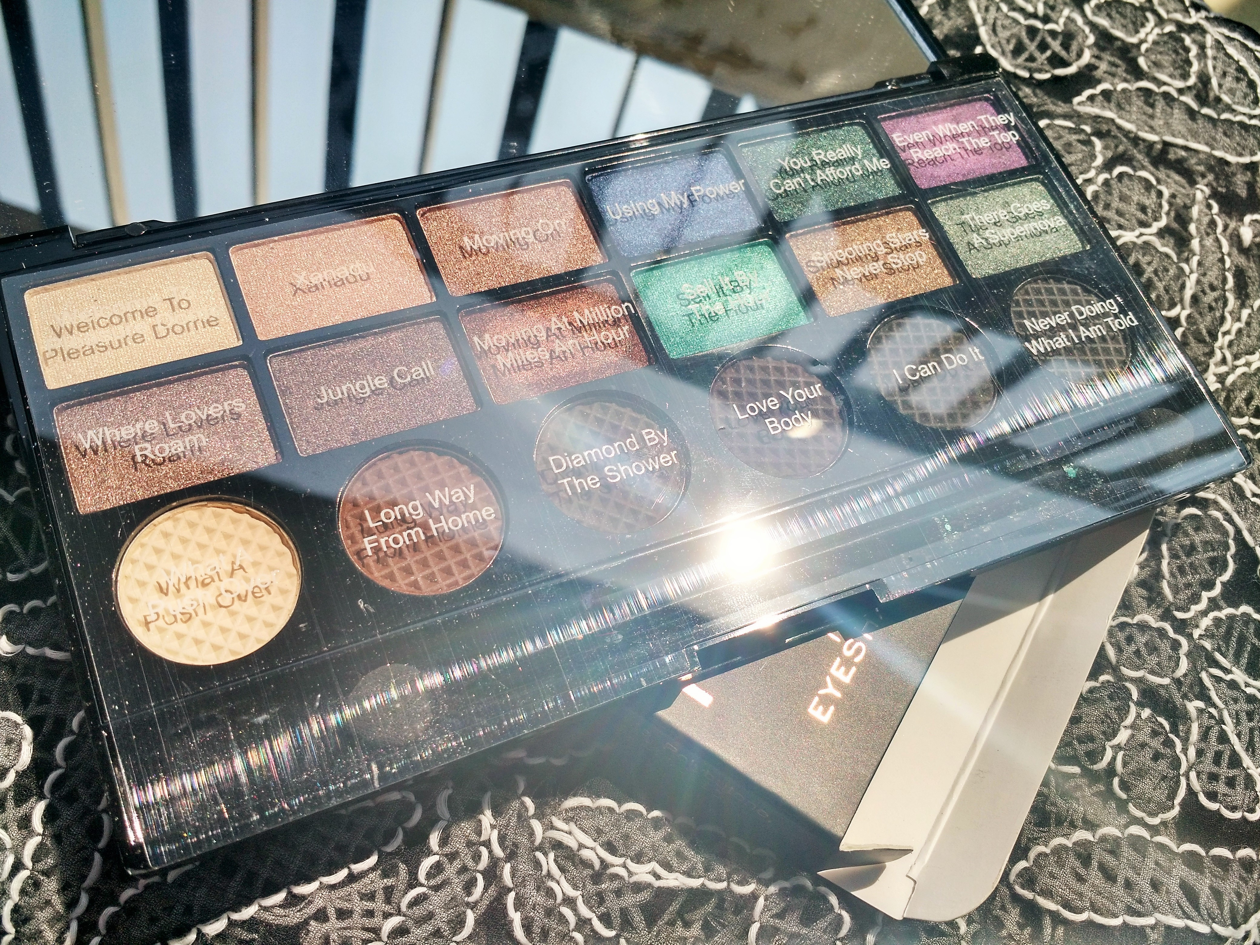 Makeup Revolution Welcome To The Pleasuredome Palette
