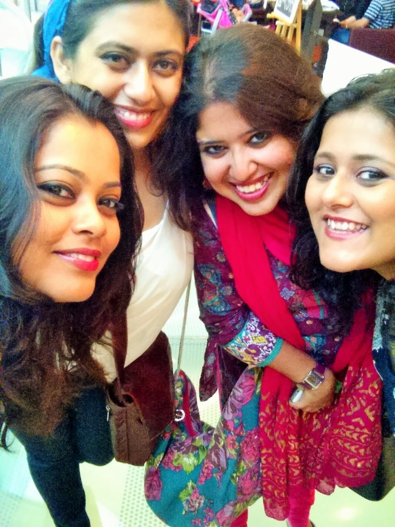 L-R - Moi, Manjari,Pritha,Poorna