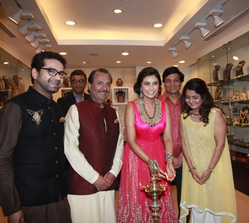 Lisa Ray Inaugrates Amrapali's Gold Boutique in Kolkata