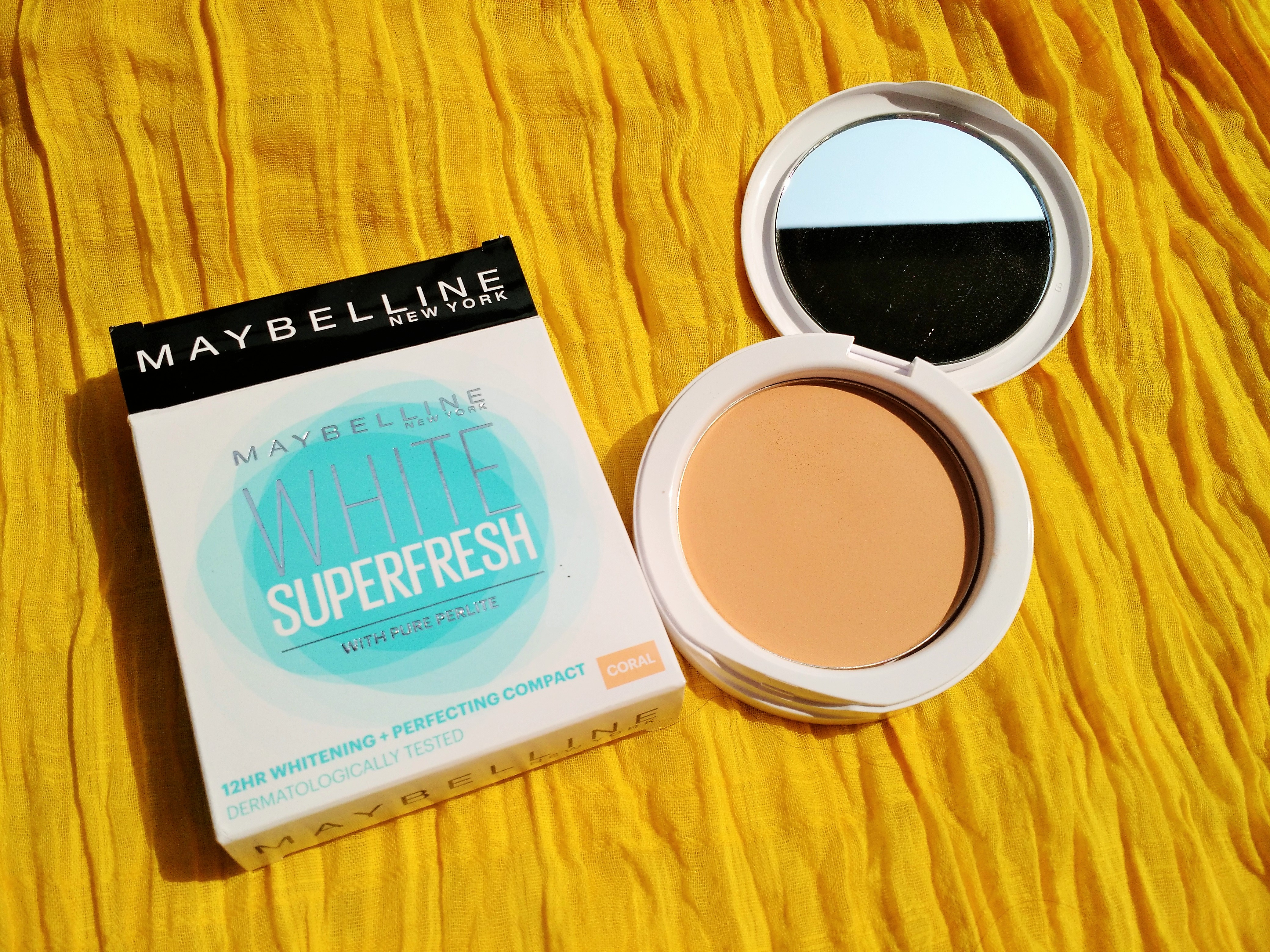 Maybelline White Superfresh 12 Hr Compact