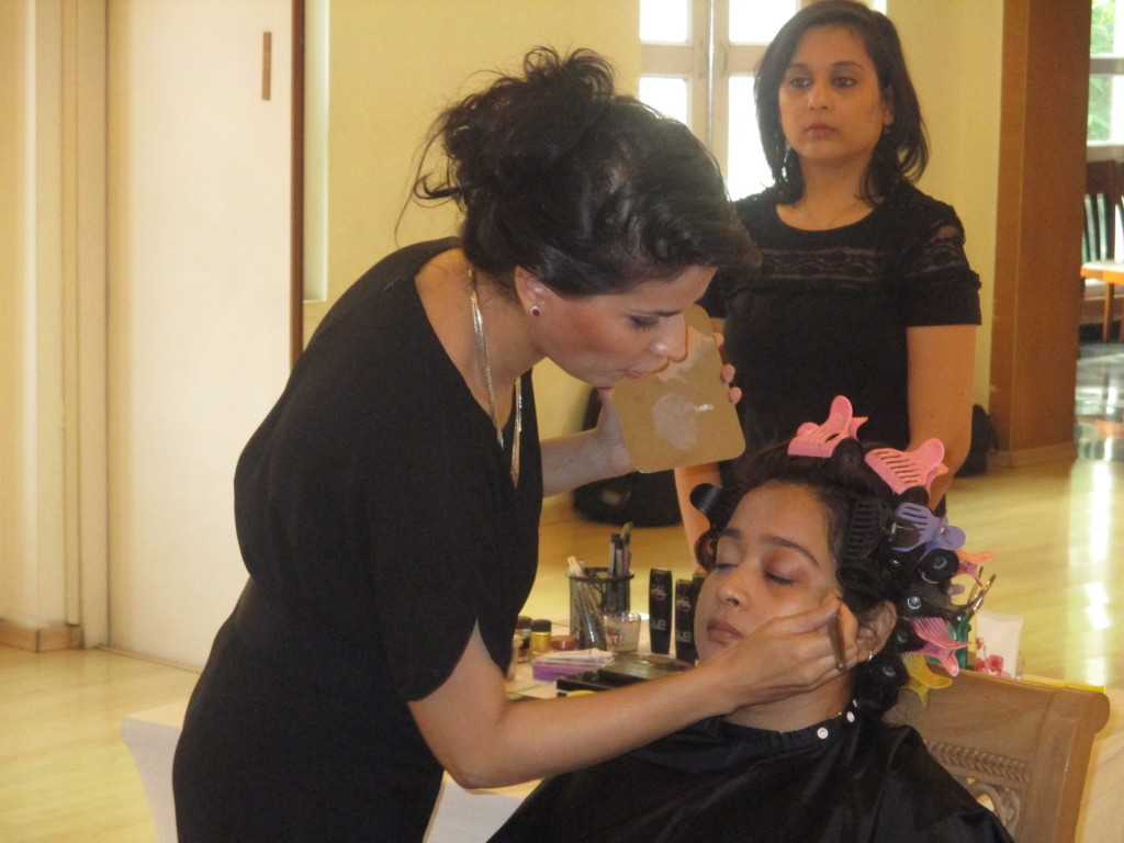 Samantha Kochhar demonstrating the art of makeup